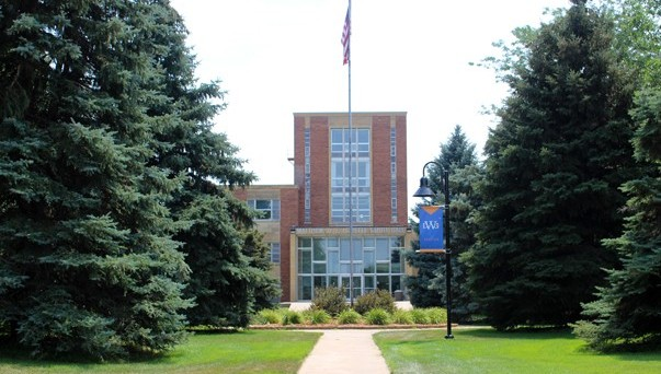 Smith Hall on Dakota Wesleyan University's campus
